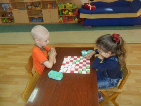 За сколько можно научить ребенка играть в шашки